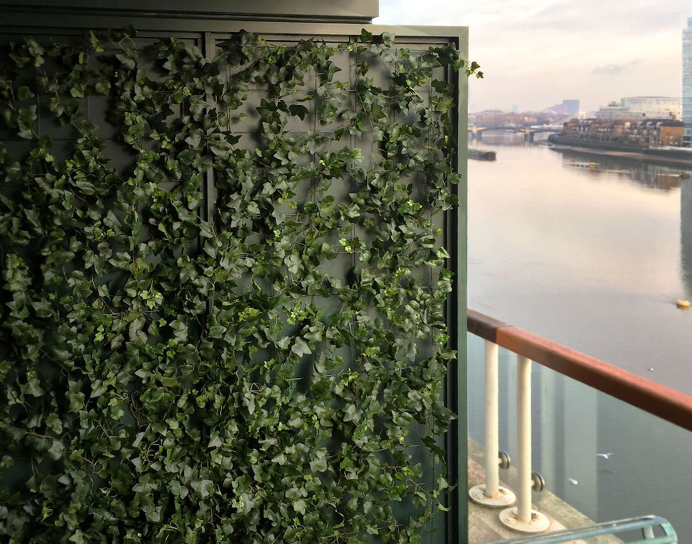 435 fake landscapes ivy on mesh with nice view SW10