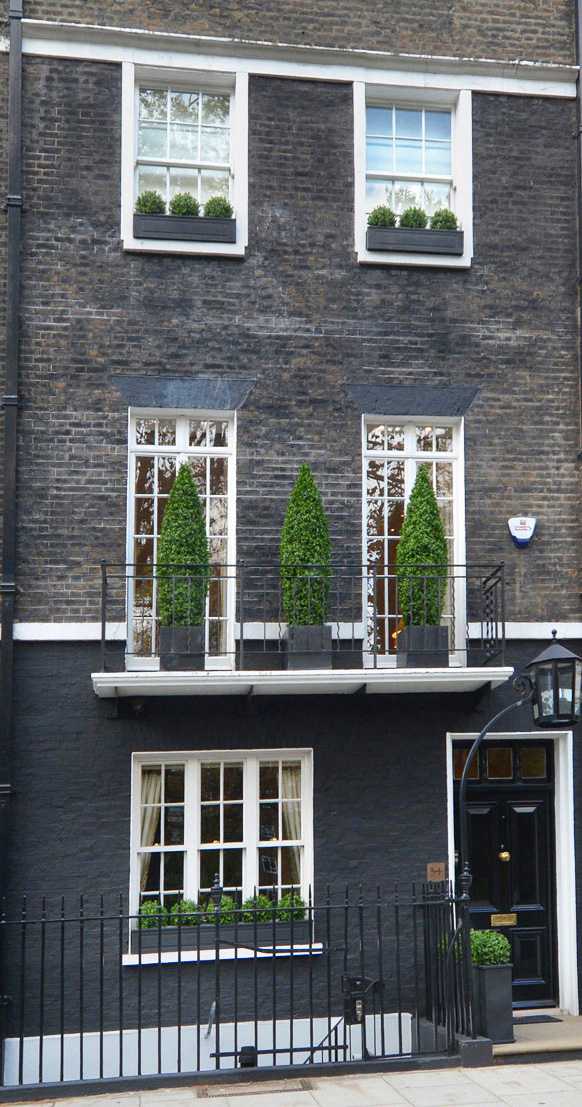 636 fake landscapes teardrop and ball topiary frontage mayfair (2)